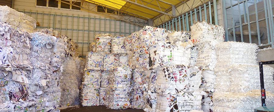 使い終わった紙が、再生紙に生まれ変わる工程