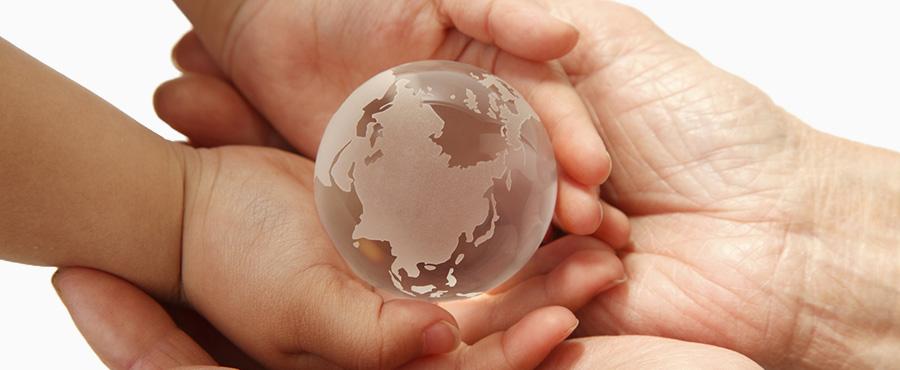 紙は、地球環境のためにリサイクルできる資源です
